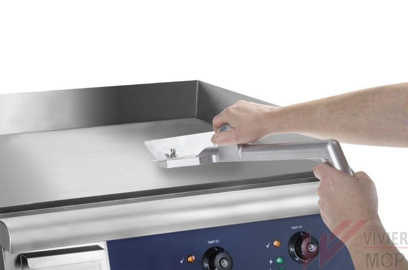 Grattoir professionnel pour plaque de cuisson en cuisine