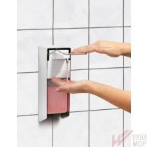 Distributeur de savon avec commande au coude